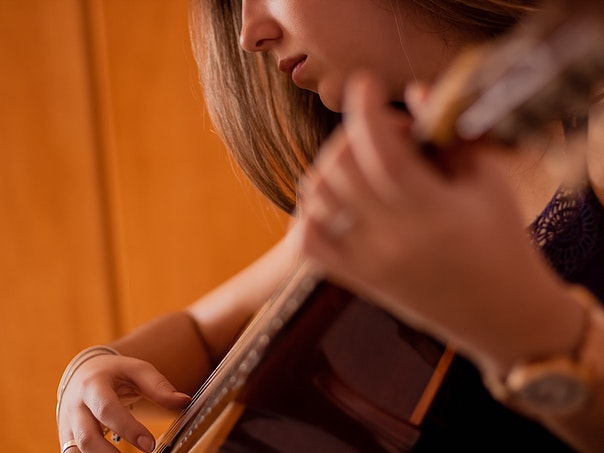 selective-focus-photo-of-woman-playing-guitar-2223848 (2)